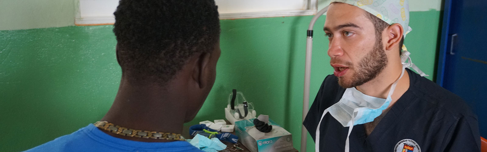 Health professional with patient in the Dominican Republic